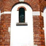 在意大利欧洲大理石和圆花窗的古色古香的contruction w 免版税库存照片