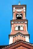 在意大利欧洲老石头和响铃的纪念碑塔 免版税库存照片