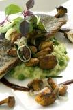 在意大利煨饭的2条被烘烤的鱼 免版税库存照片