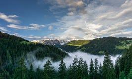 在意大利白云岩的美好的山风景 免版税库存照片