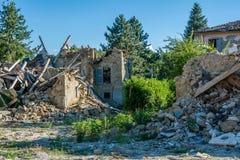 在意大利的拉齐奥地区触击阿马特里切镇地震的被毁坏的房子和瓦砾 强的地震 图库摄影