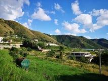 在意大利,卡拉布里亚的南部的小山 免版税库存照片