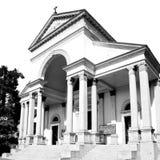 在意大利EU绳索米兰宗教和阳光的老建筑学 库存图片