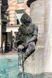在慕尼黑前面新的香港大会堂的Fischbrunnen喷泉在 库存照片