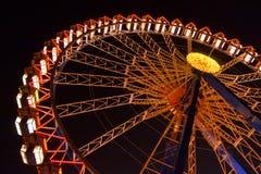 在慕尼黑啤酒节的弗累斯大转轮在晚上 库存图片