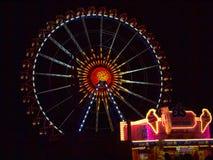 在慕尼黑啤酒节的弗累斯大转轮在晚上 免版税库存图片
