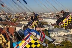在慕尼黑啤酒节的Chairoplane乘驾在慕尼黑,德国, 2015年 图库摄影
