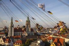 在慕尼黑啤酒节的Chairoplane乘驾在慕尼黑,德国, 2016年 免版税库存照片