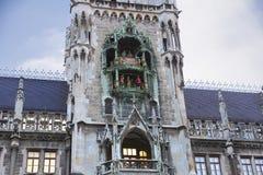 在慕尼黑新市镇大厅的时钟  免版税库存图片