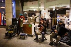 在慕尼黑街道上的音乐家  免版税库存图片