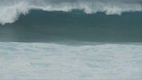 在慢动作的发怒的海大波浪-夹子3 3 股票视频