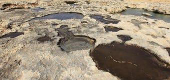 在戈佐岛海岛上的石灰岩地区常见的地形岩石  库存照片