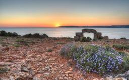 在戈佐岛的美好的日落从Marfa,马耳他 免版税库存图片