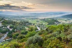 在戈尔代村庄,普罗旺斯,法国附近的Luberon高原 库存照片