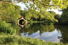 在戈斯福德议院划船池塘,东洛锡安的日落 免版税图库摄影