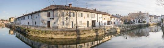 在戈贡佐拉,意大利的Naviglio Martesana弯 免版税库存照片