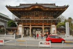 在成田圣Shinsho籍,日本的Nio星期一门 免版税库存照片