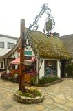 在我们的参观向由海的Carmel我们能享用它美妙的商店在看的小的房子里,如他们被采取了从 图库摄影