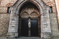 在我们的夫人教会,布鲁基,比利时的美丽的古老雕象 图库摄影
