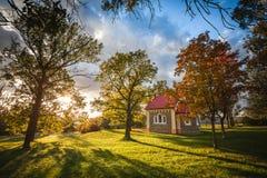 在我们的村庄上的教堂 免版税库存图片