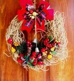 在我的门的圣诞节花圈 库存照片