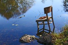 在我们本质上-被忘记的椅子附近的惊人的事 库存照片
