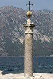 在我们的夫人象在我们的岩石的夫人被找到的站点的纪念标志,黑山 免版税图库摄影