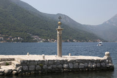 在我们的夫人象在我们的岩石的夫人被找到的站点的纪念标志,黑山 库存图片