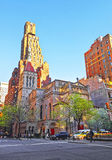 在我们的救主教会的街道视图在曼哈顿 免版税库存照片