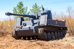 在战场的被重建的葡萄酒德国老虎坦克在s 免版税库存图片