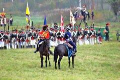 在战场的许多战士reenactors战斗 免版税库存图片