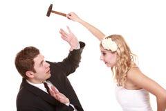 在战斗的婚礼夫妇,相冲突坏关系 免版税图库摄影