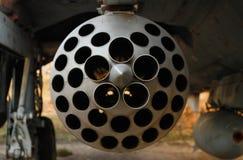 在战机特写镜头的保护下火箭发射器 库存照片