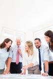 在战略会议谈论的企业队 免版税库存图片