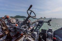 在战舰的一杆射击枪 库存照片