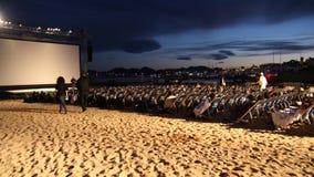 在戛纳电影节期间的室外电影投射2013年 免版税库存图片