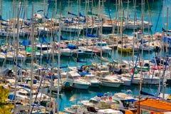 在戛纳,法国海岸的游艇  免版税库存照片