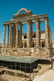 在戴安娜寺庙的大理石柱在梅里达 库存照片