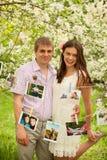 在户外爱的一对浪漫夫妇 免版税图库摄影