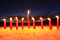 在户外雪的蜡烛