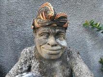 在房子前面的巴厘岛人 免版税图库摄影
