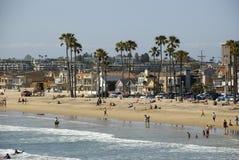 在房子和海滩的看法新港海滨,橘郡-加利福尼亚 免版税图库摄影
