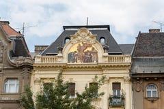 在房子山墙饰的马赛克在布达佩斯 免版税库存图片