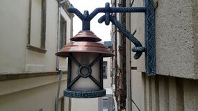 在房子户外closup照片附近的Latern灯 库存照片