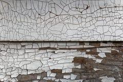 在房子的崩裂的和切削的油漆 免版税库存图片