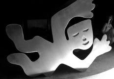 在房子的烟囱的卡洛斯Mérida铝雕塑 库存照片