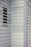 在房子的白色房屋板壁 库存照片