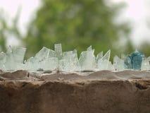 在房子篱芭的玻璃片断 免版税库存图片