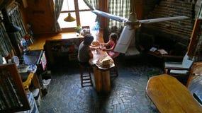 在房子里面的早期的早餐 库存图片
