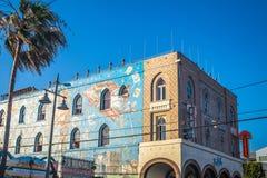 在房子门面的五颜六色的街道画威尼斯海滩的,洛杉矶,加利福尼亚 库存照片
